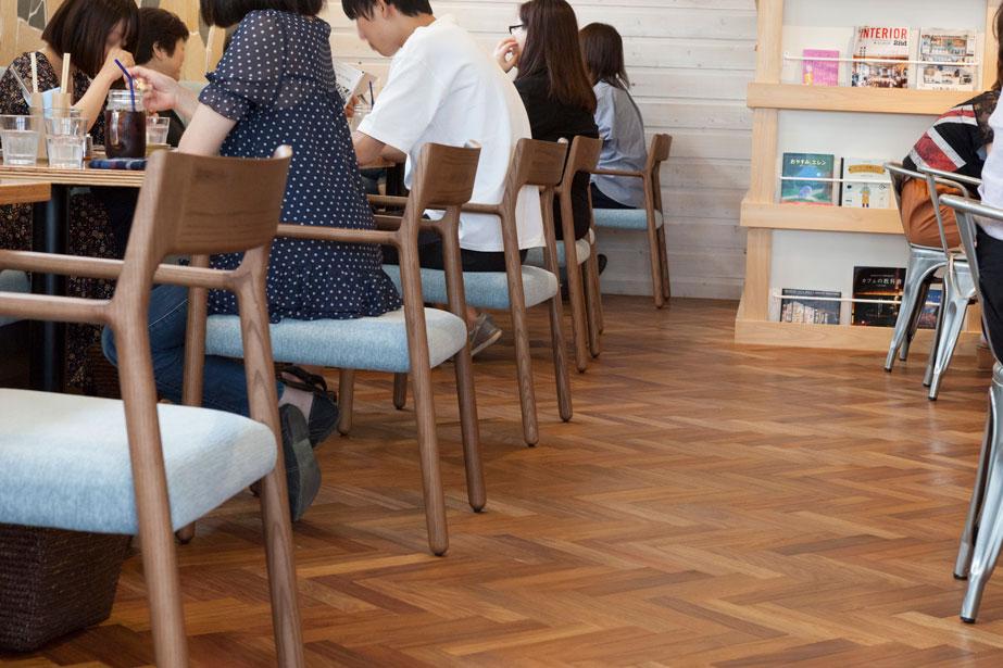 poodle ダイニングチェア アーム バースブック珈琲 国府店